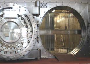 Сейф-хранилище в банке