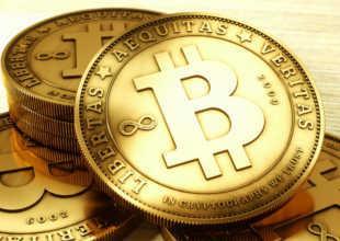 Биткоины в виде золотых монет